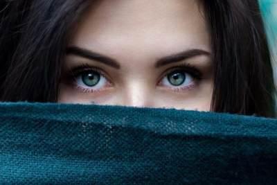 Bikin Penampilan Lebih Menarik, Warna Lensa Kontak Juga Tunjukkan Karaktermu Lho