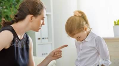 Saat Anak Dipermalukan di Depan Umum, Ini yang Perlu Moms Lakukan