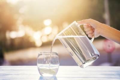 Bau Mulut Hingga Sakit Punggung, Ini Bahayanya Kurang Minum Air Putih
