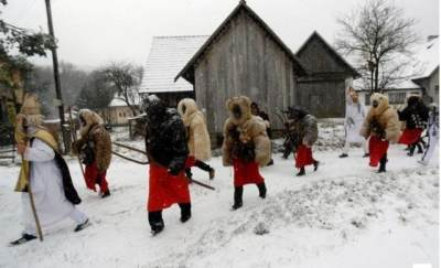Unik! Negara Ini Jalani Tradisi Iblis Bertopeng Untuk Menyambut Natal