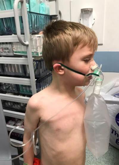Kisah Anak Laki-laki dengan Pneumonia yang Terpaksa Tidur di Lantai Rumah Sakit