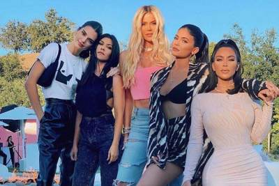 Cara Keluarga Kardashian Manfaatkan Dekorasi dan Makanan Sisa Pesta