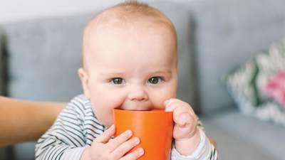 Jangan Berikan Air Putih Pada Bayi, Ketahui Bahaya dan Aturannya, Moms