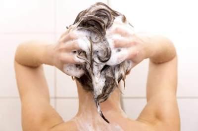 Bikin Rambut Kusut dan Rusak, Ini 7 Kesalahan yang Umum Dilakukan saat Keramas