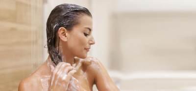 6. Terlalu banyak menuang shampoo