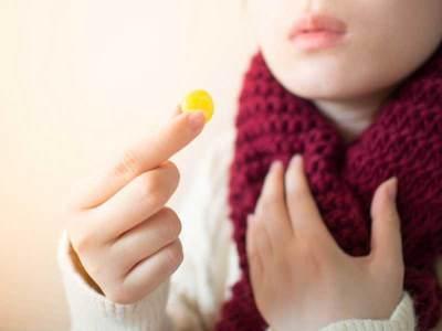 Tak Perlu Obat-obatan, Coba Atasi Tenggorokan Gatal dengan Cara Alami Ini, Moms