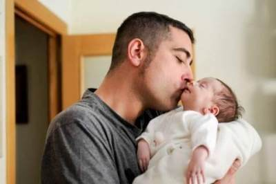 Gara-gara Dicium Paksa, Bayi 15 Bulan Ini Nyaris Lumpuh
