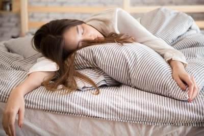 Bahaya Tidur Lebih dari 8 Jam, Tingkatkan Risiko Stroke Hingga 85 Persen!