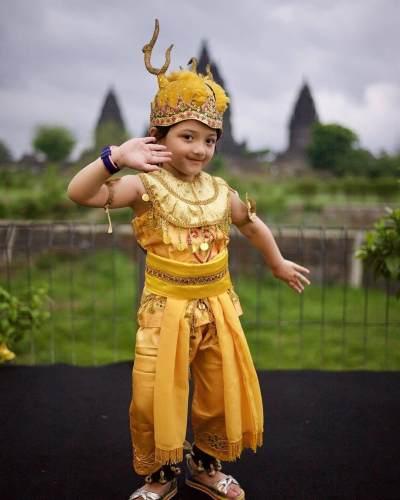 Cara Unik Anang & Ashanty Rayakan Ultah Arsy ke-5 di Candi Prambanan