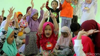 Baru Disahkan Nadiem, Ini Aturan & Syarat Usia Anak Masuk TK dan SD