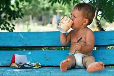 Amankah Balita Minum Kopi? Ternyata Ini 6 Efek Sampingnya, Moms!