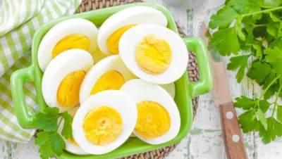 Hobi Makan Telur Setiap Hari? Waspadai Efek Sampingnya, Moms