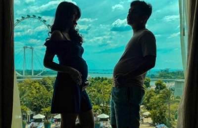 7 Pose Kocak Suami Artis Parodikan Foto Maternity Istri, Buncit Berjamah!
