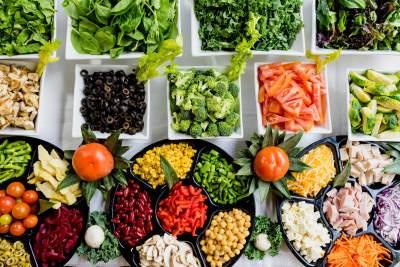1. Pilihlah jenis sayuran yang akan dikukus