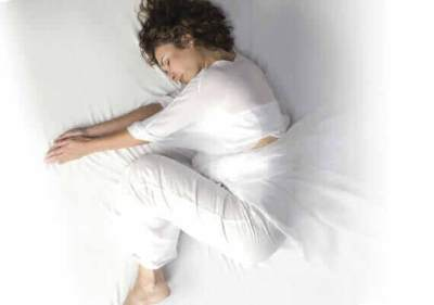 Kaki Tiba-tiba Kram Saat Tidur? Ini Penyebab dan Cara Mengatasinya, Moms!