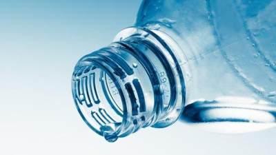 Tidak ada hubungan tanggal kedaluwarsa dengan kontaminasi plastik air botolan