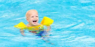 Bantu Anak Hadapi Ketakutan Berenang dengan 4 Tips Ini, Moms!