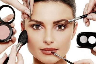 Menggunakan Makeup Terlalu Tebal