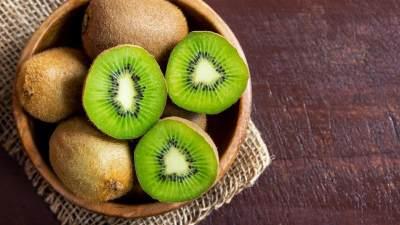 Sering Dibuang, Kulit Buah Kiwi Justru Mengandung Banyak Nutrisi!