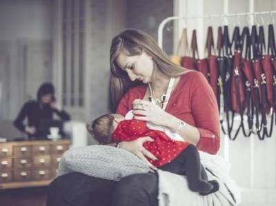 Cerita Seorang Ibu yang Menangis Karena Diminta Menyusui di Kamar Mandi