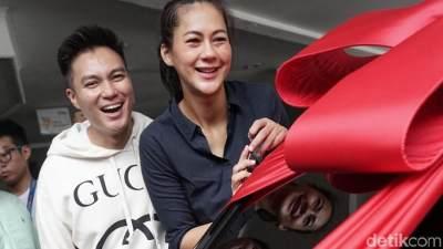 Paula Dapat Mobil Mewah, Ini Manfaat Beri Hadiah Istri Lahiran Seperti yang Dilakukan Baim!