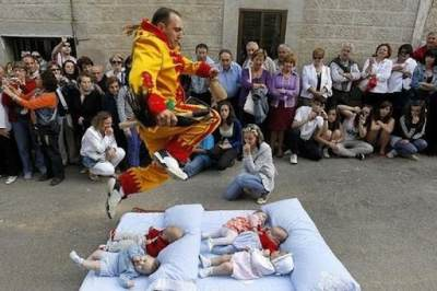 Spanyol: Melompati Bayi