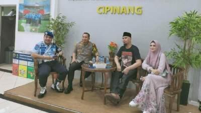 Jemput Ahmad Dhani di Cipinang, Tas Balenciaga Mulan Jameela Jadi Sorotan. Berapa Harganya?