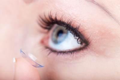Cara Tepat Menggunakan dan Merawat Softlens Agar Mata Tetap Sehat