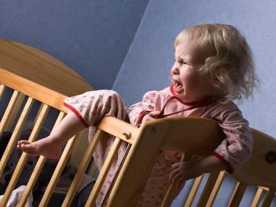 5 Alasan Kenapa Bayi Selalu Menangis Saat Bangun Tidur