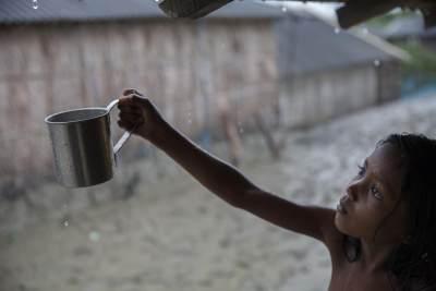 Minum Air Hujan Saat Terjebak Banjir, Apakah Aman?