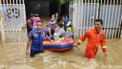 Terjebak Banjir Setinggi 3 Meter, Penyelamatan Bayi Usia 14 Hari Berlangsung Dramatis