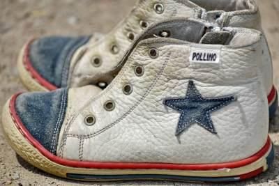 Warna Sepatu Tampak Pudar