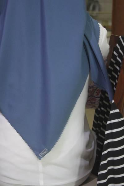 Hijab Anti Air, Tren Terbaru yang Bikin Penampilan Kece Badai di Musim Hujan