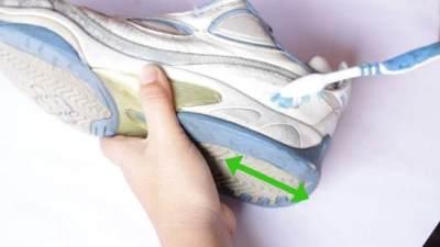 Sepatu Terendam Banjir? Ini 5 Tips Mencucinya Agar Tak Cepat Rusak