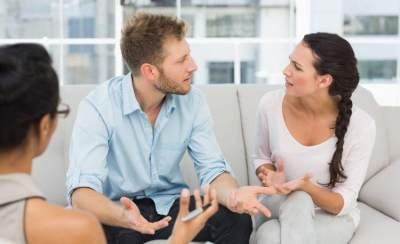 Suami Ketahuan Selingkuh? Lakukan 4 Hal Bijak Ini Setelah Melabrak, Moms