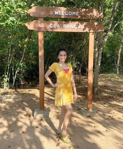 Hot Mom, 6 Foto Seksi Angel Karamoy di Labuan Bajo Ini Bikin Salfok Netizen