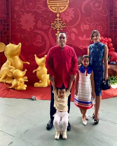 5 Potret Artis Rayakan Tahun Baru Imlek, Sarwendah Paling Cetar!