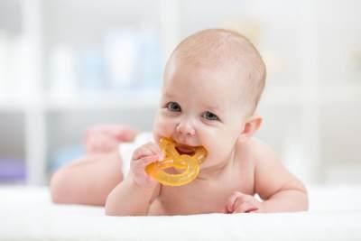 Kenali 8 Tanda Bayi Tumbuh Gigi, Mengiler Hingga Mogok Makan