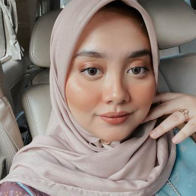 Untuk Si Pemilik Wajah Lebar, Ini 5 Kunci Utama Pakai Hijab Agar Terkesan Tirus