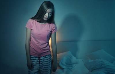 Pernah Alami Sleepwalking? Kenali 5 Penyebab Tidur Berjalan Yuk!