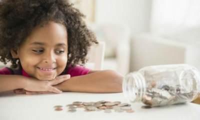 Tingkatkan Finansial Literasi Anak, Ini Cara Mengajarkan Anak Mengatur Uang THR