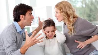 Orang Tua Bertengkar di Depan Anak, Ini Dampak Buruk bagi Si Kecil!