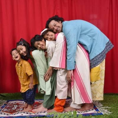 6 Potret Hangat Keluarga Dwi Sasono dan Widi Mulia