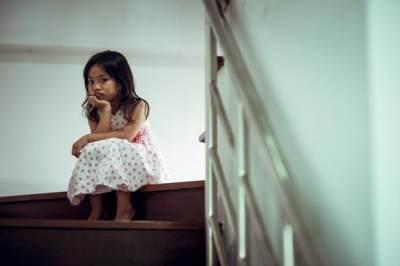 5 Perilaku Orangtua yang Bisa Melukai Perasaan Anak