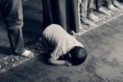 Kapan Orangtua Harus Mulai Mengajarkan Anak Ibadah?