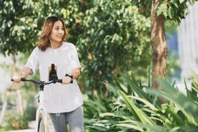 Lari VS Sepeda, Mana yang Bikin Moms Cepat Langsing?