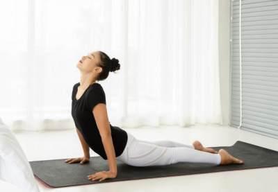 Ssstt! Ini 4 gerakan Yoga yang Membuat Moms dan Suami Makin Intim