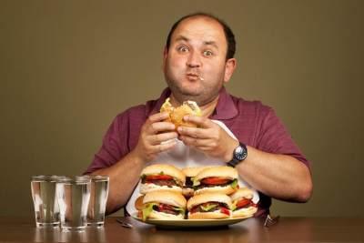 1. Makan Berlebihan