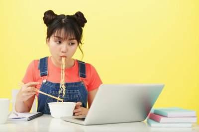 Bahaya Terlalu Sering Makan Mie Instan, Berapa Batas Maksimal Mengonsumsinya?