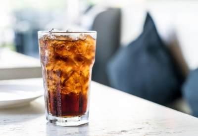 5. Minum Minuman Bersoda
